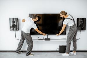 מתקין טלוויזיות מומחה לכל סוגי ההתקנות